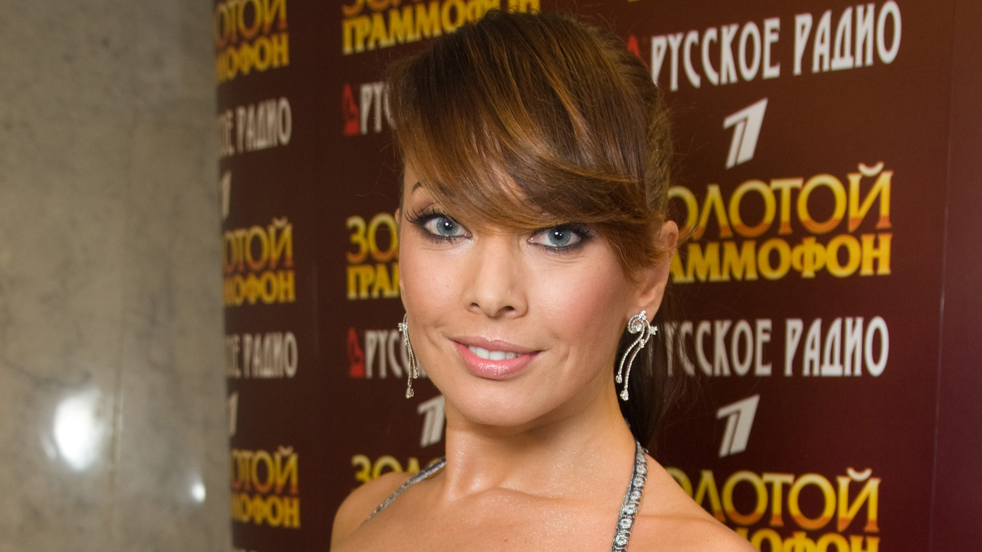 For the first time, Zhanna Friske had to blush in public 11.07.2010 52