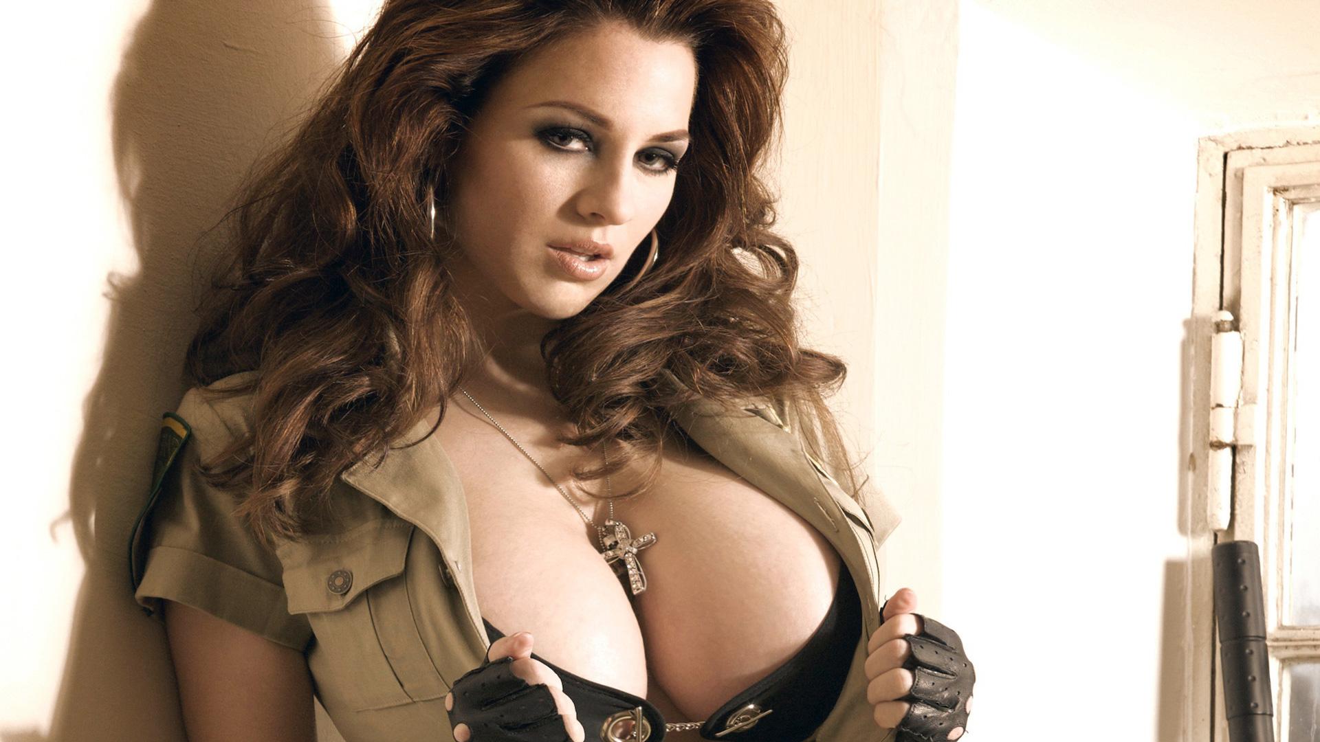 Фото огромной груди 6 фотография