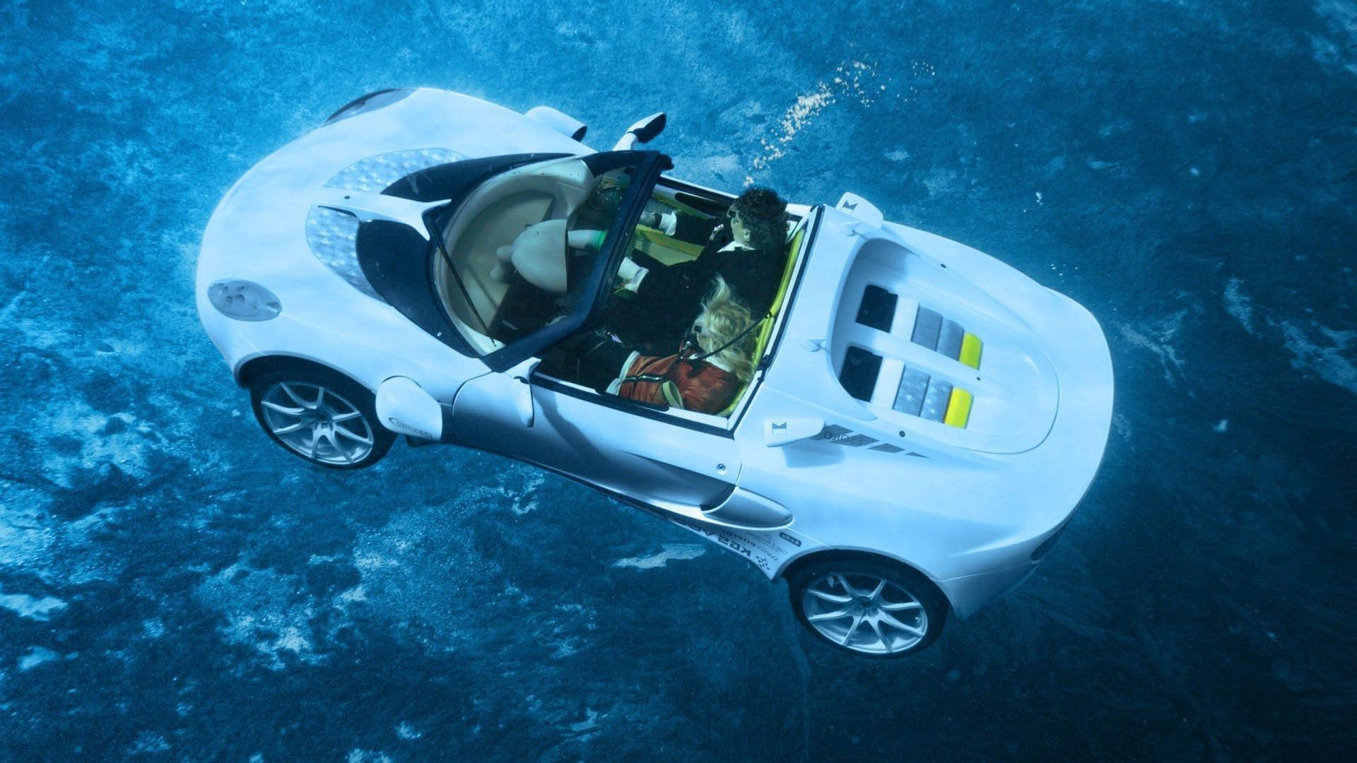 Машина на воде