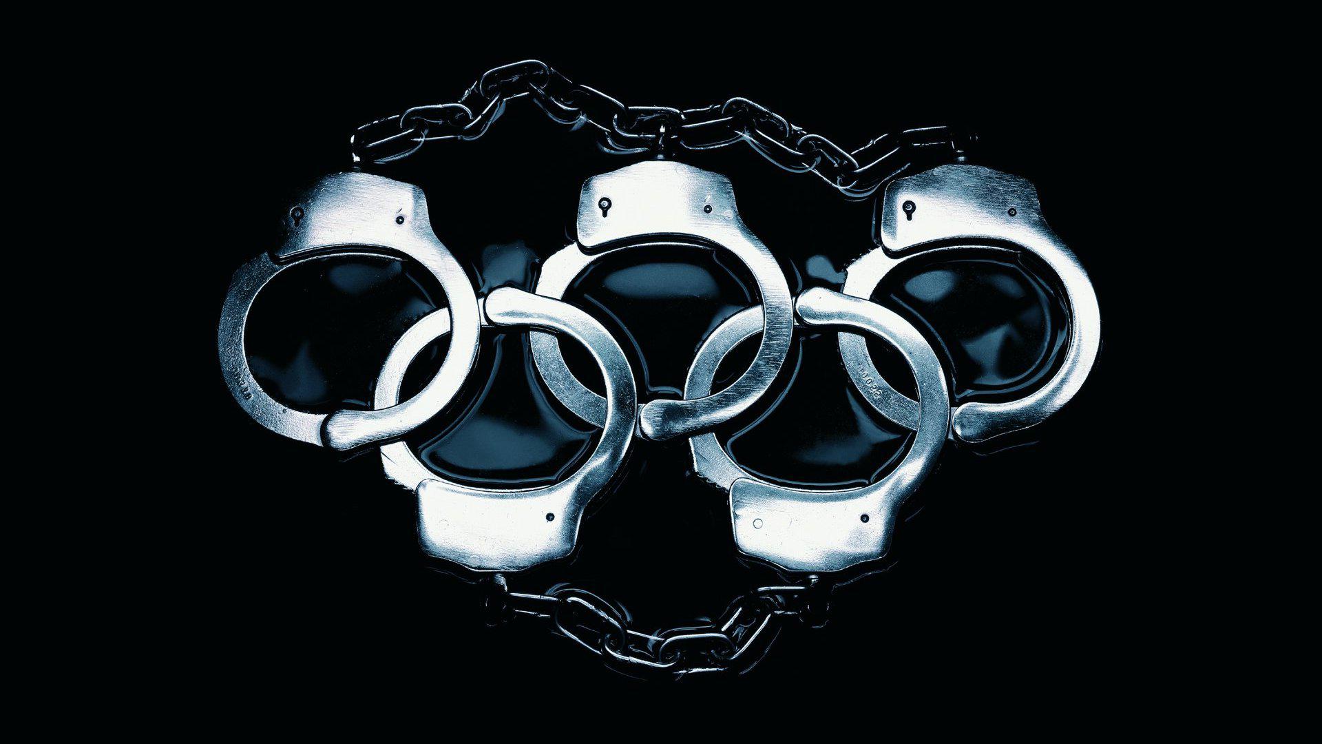 Раб в наручниках 9 фотография