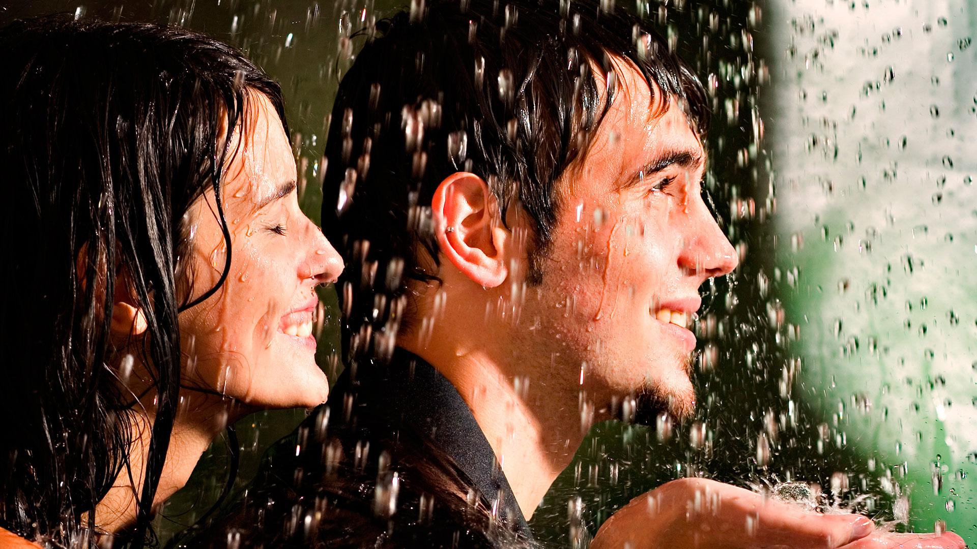 Широкоформатные обои дождь любви в