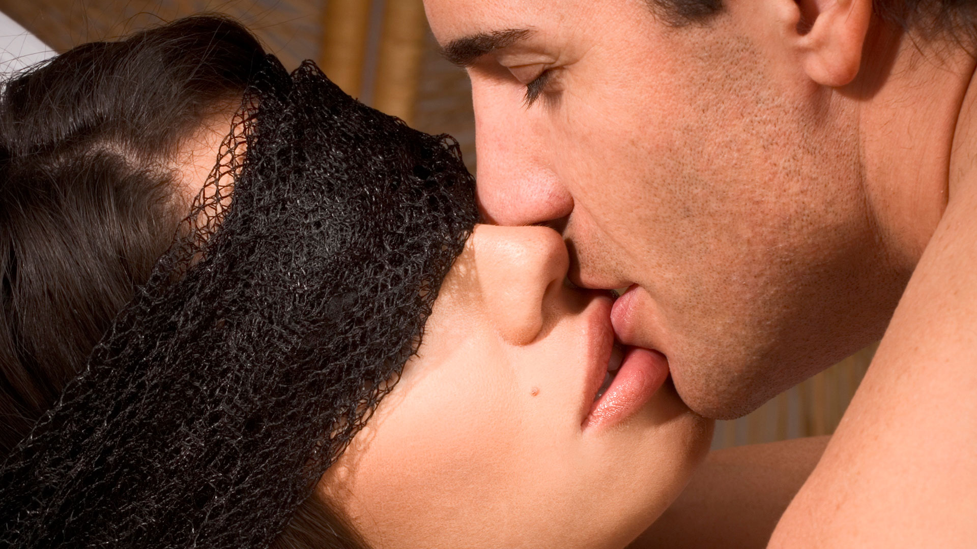 Утверждение 2. Секс с завязанными глазами считается более ярким и